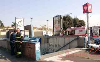 Roma: metro b  suicidio metropolitana