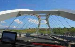 https://diggita.com/modules/auto_thumb/2017/04/21/1591567_Il-ponte-sullautostrada-300x200_thumb.jpg