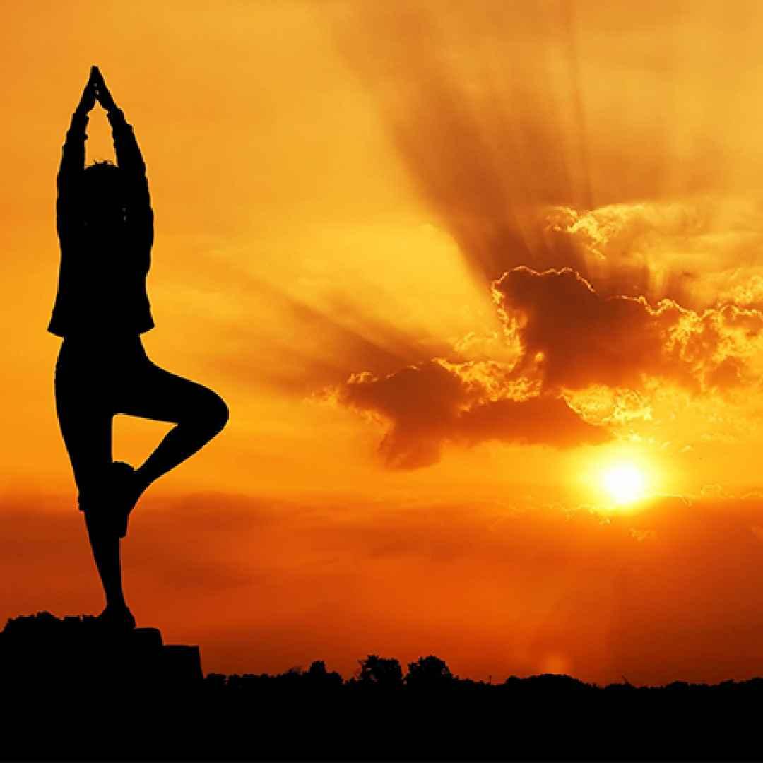 I Benefici Dei Due Saluti Dello Yoga Sole E Luna Yoga