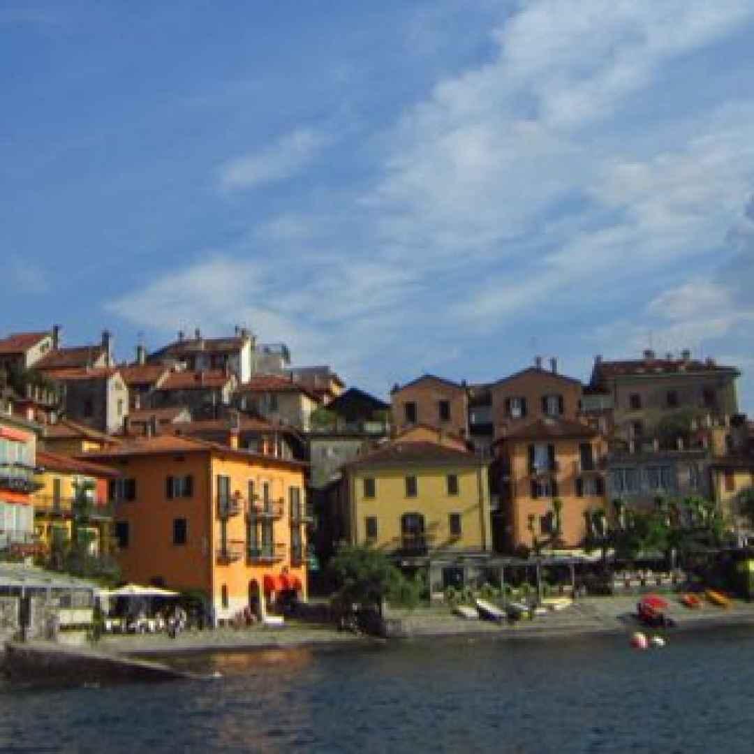 lago di como  borgo  turismo  viaggi