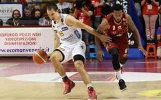 Basket: playoff  finali  trento  venezia  gara 1