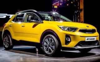 Automobili: kia stonic  crossover  mini suv