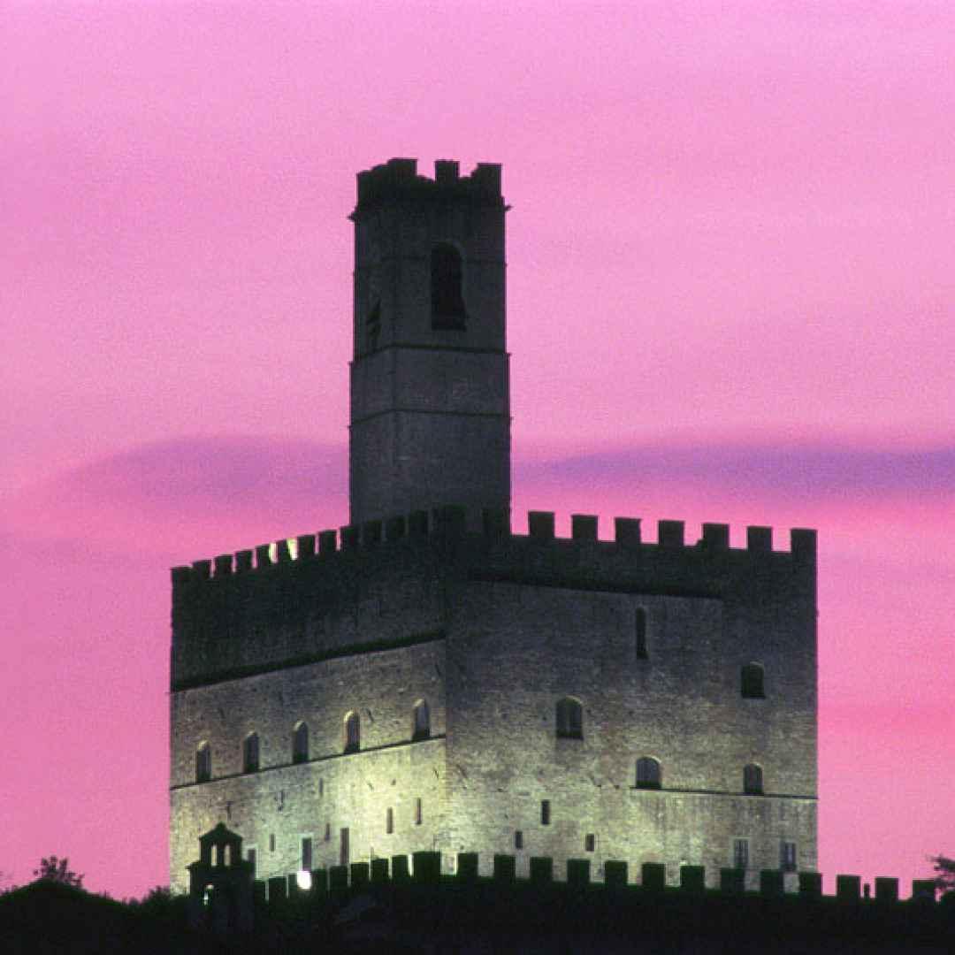 viaggi  leggenda  fantasma  castello