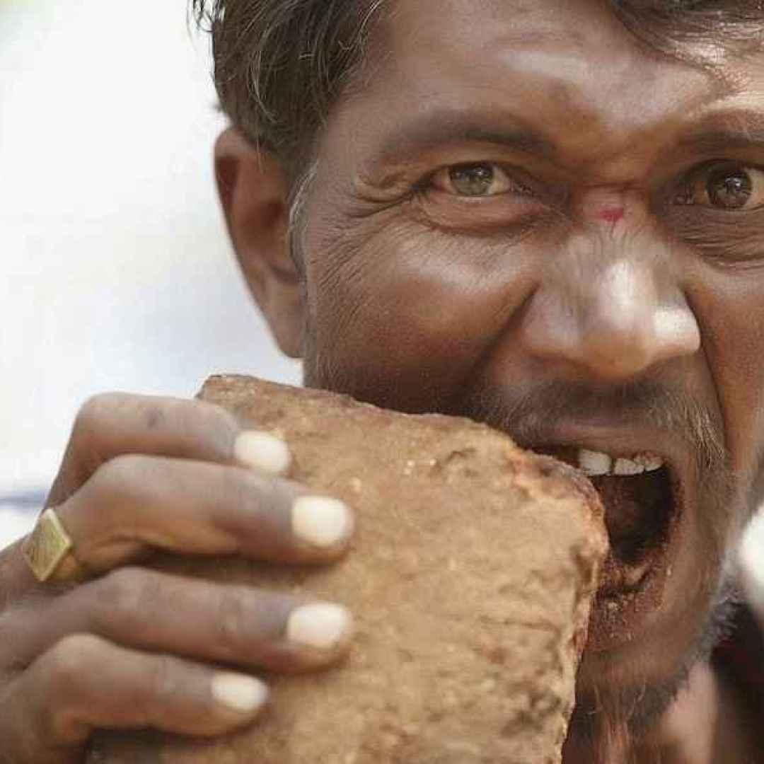 La geofagia, quando si mangiano pietre e terra (Pietre)