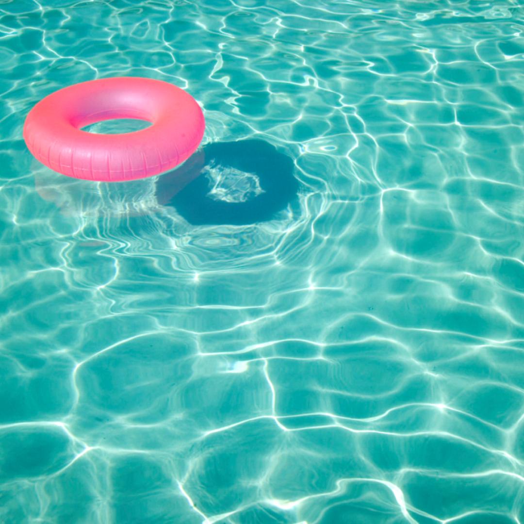 immigrati  razzismo  piscina