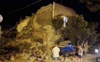 Nella serata di ieri cè stata una forte scossa di terremoto a Ischia. Moltissime persone si sono ca