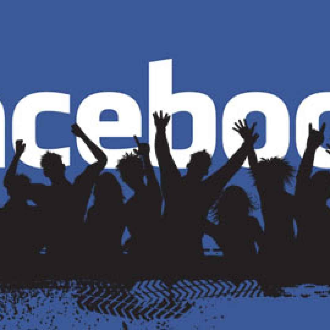 facebook  social  aggiornamento