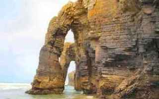 praia das catedrais  ribadeo  scogli