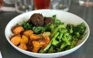 Alimentazione: dieta vegana  cibo spazzatura  grassi