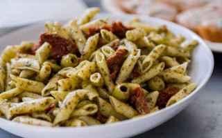 Ricette: penne  pesto  pomodori secchi  olive