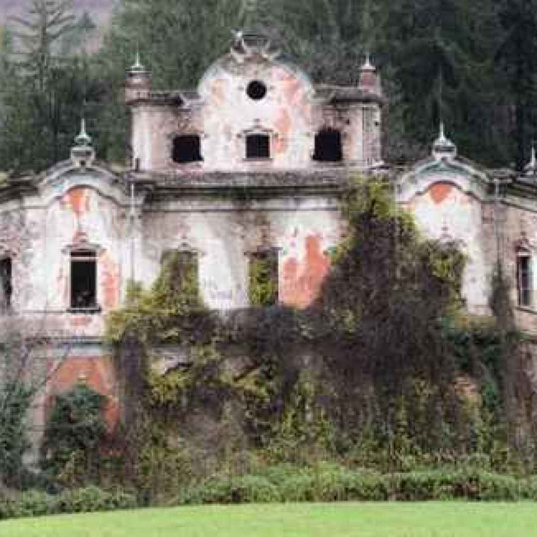 halloween  fantasmi  case infestate  castelli infestati  castelli  case  case maledette