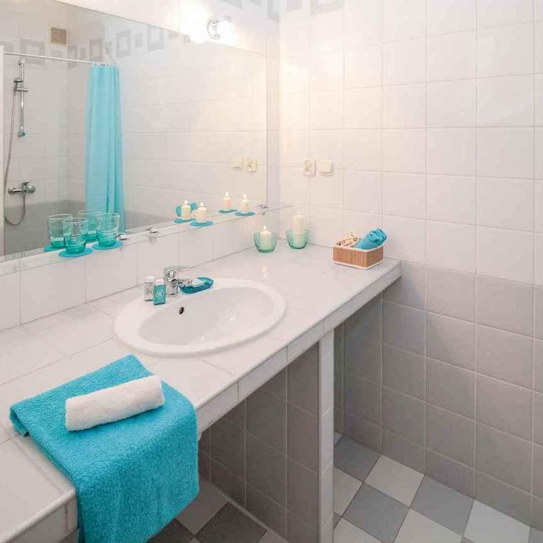 bagno casa colori accesi