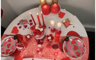 Amore e Coppia: decorare  tavola  posate  san valentino