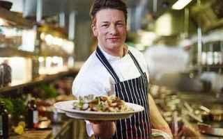 Chi non conosce Jamie Oliver, noto chef inglese che da sempre ha portato avanti la campagna per la g
