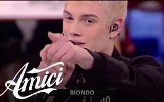 Amici 2018: Biondo contro Mattia Briga, la frecciatina del rapper.Ad un passo dall'inizio del Sera