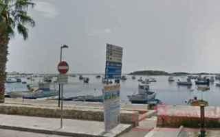 Siamo in provincia di Lecce a Porto Cesareo. Una foto da immortalare come hanno pensato due genitori