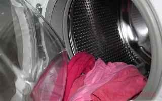 Sapevate che aggiungendo due palline da tennis dentro la lavatrice quando lavate i piumini o qualsia