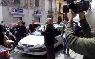 L'inviato di Striscia la Notizia, Luca Abete, e` stato aggredito a Napoli mentre cercava di realiz
