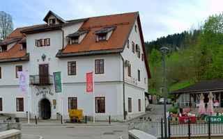"""A prima vista Idrija può sembrare """"solo"""" un piccolo, delizioso borgo di montagna"""