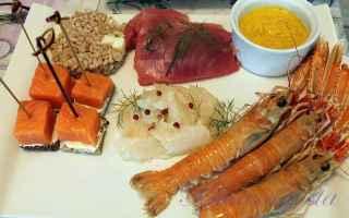 Il solito ed usuale crudo di pesce viene arricchito da un freddissimo gazpacho di melone e uninsalat