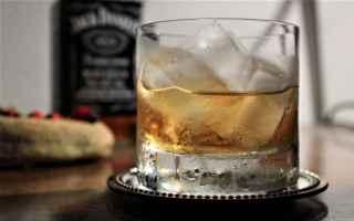 corto maltese whisky pirati rotte viaggi