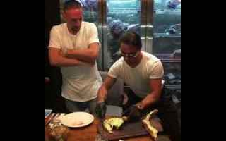 Gastronomia: dubai  ribery  soldi  video  mangiare