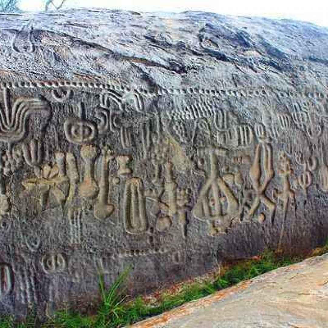 monolite  pedra do ingá  simboli