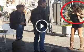 napoli video scherzo candid camera