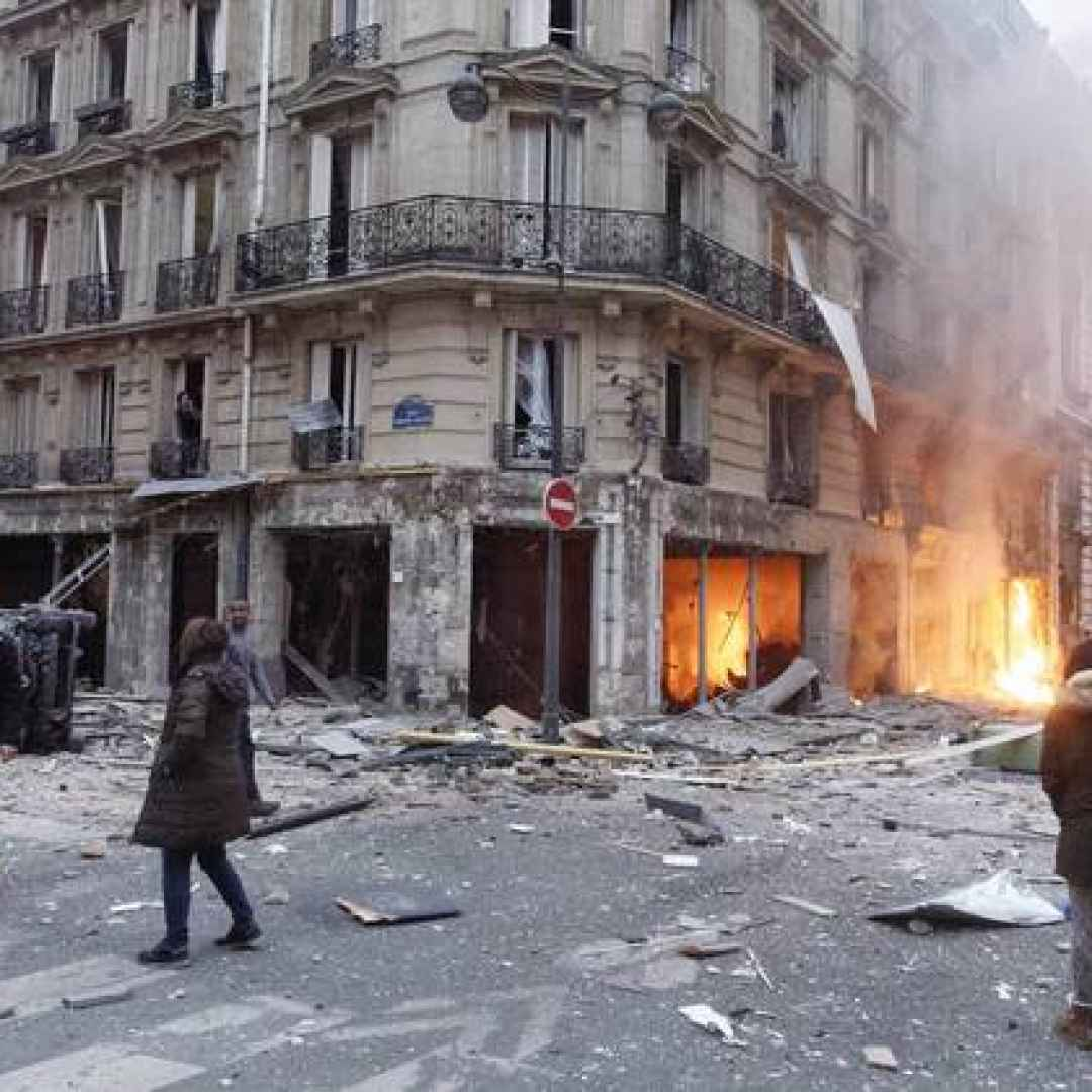 parigi  francia  video  italiano  shock