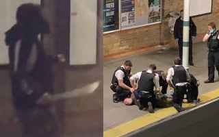 dal Mondo: londra  video  uomo  machete  shock