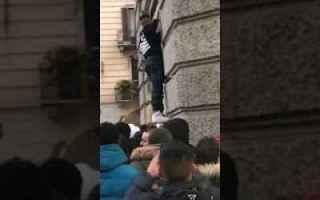 Milano: nike nikelab video milano polizia