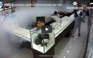 video ladri rubare gioielli bari