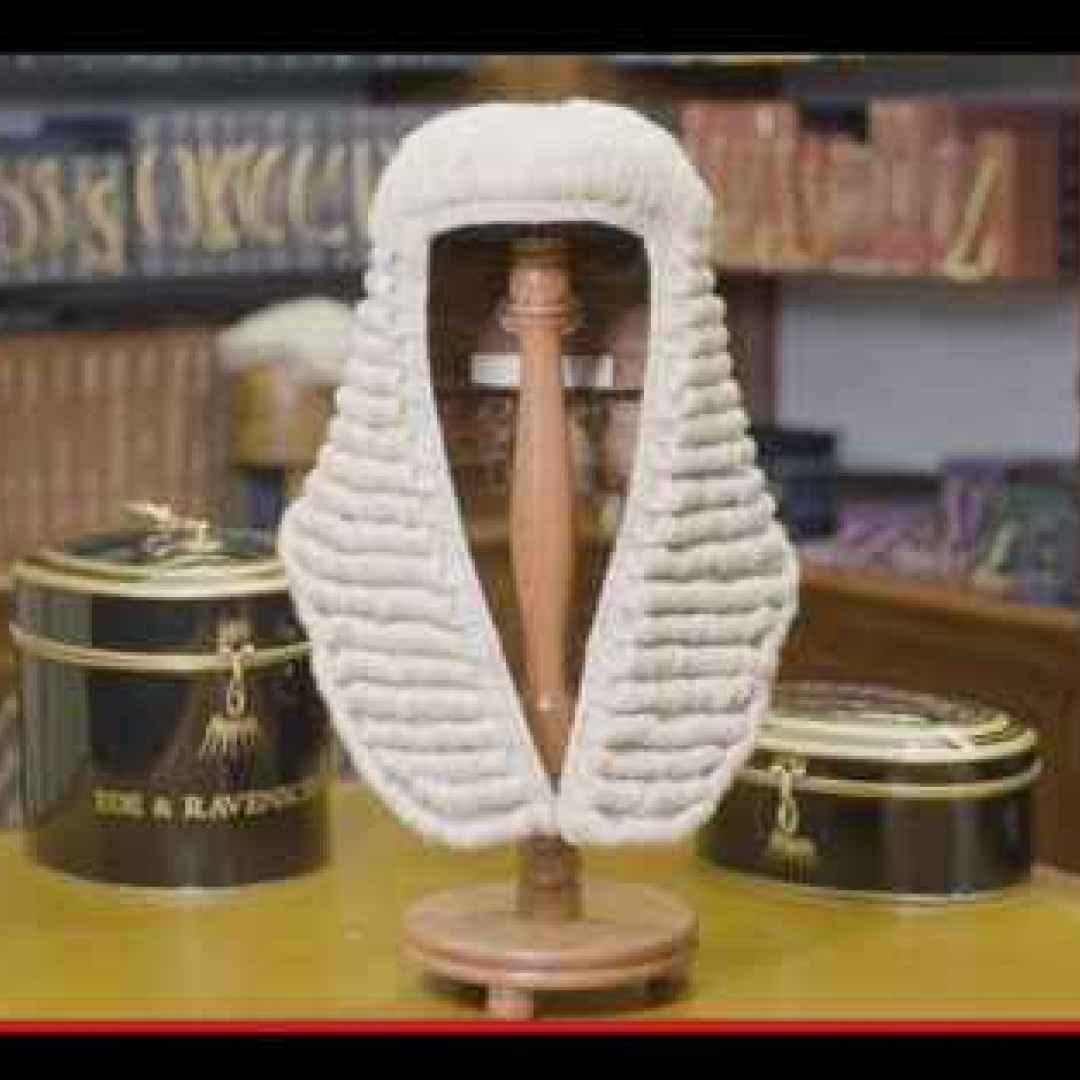 abbigliamento  avvocati  capelli