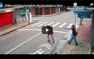 dal Mondo: brasile mendicante morta video shock
