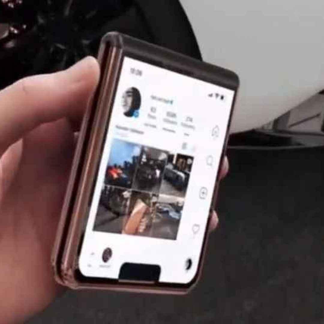 iphone 12 flip  galazy z flip  razr  ios