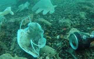 Ambiente: mascherine  guanti  inquinamento