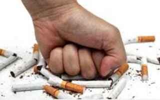 Salute: ecig  smettere  fumare
