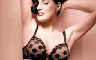 Bellezza: seno  taglia  sex appeal  cibi  tavola