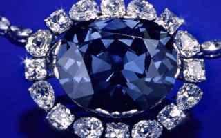 Ogni diamante famoso ha la sua storia e la sua leggenda.<br />Il diamante Hope blue, detto anche Bl