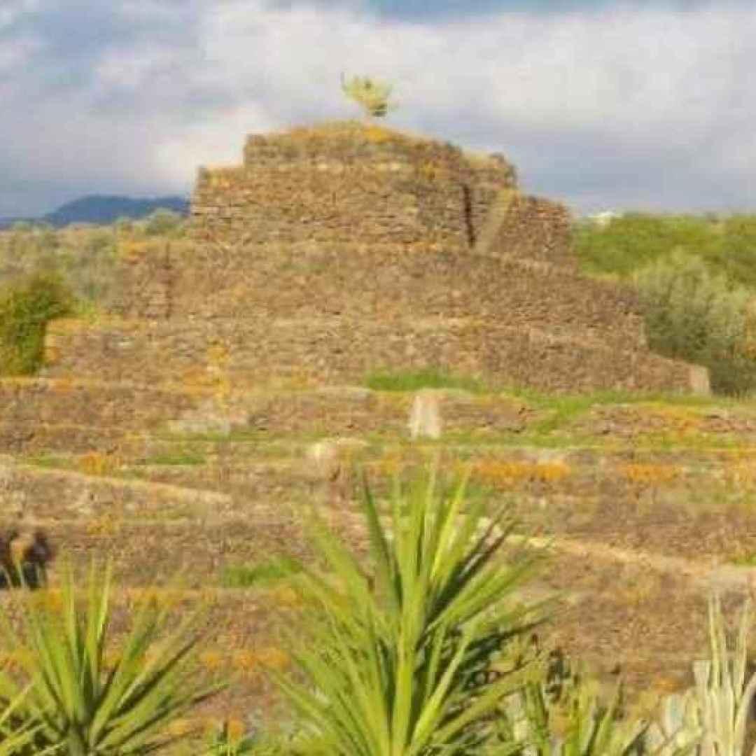 piramidi  etna. sicilia