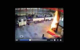 Video: Carrello elevatore (Muletto) in fiamme. Come intervenire e come evitarlo