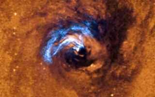 Astronomia: buco nero supermassiccio
