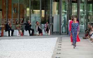 Moda: Laura Biagiotti al MAXXI presenta la nuova collezione Primavera Estate 2022 - Reinventing the Universe